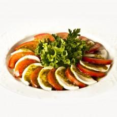 Pomidorų ir mocarelos sūrio salotos Trakų Vokėje